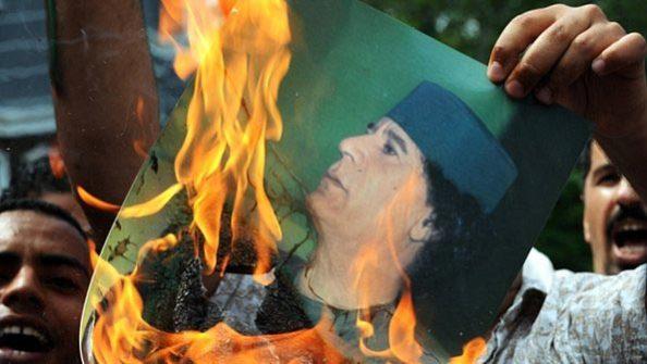 Militares Abandonam o Ditador Kadafi