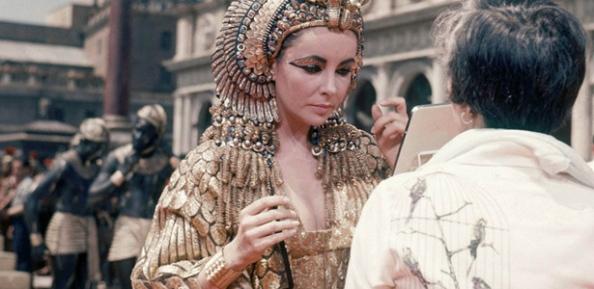 Elizabeth-Taylor-no-Papel-de-Cleopatra