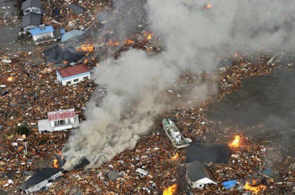 Tremor no Japão Arassa Casas Perto do Aeroporto