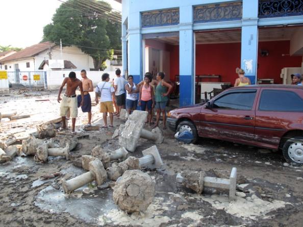 Tratamento de Esgoto em Niterói rompe, gera tsunami e deixa feridos