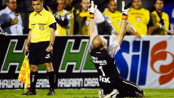 Herói da partida o goleiro Julio Cesar