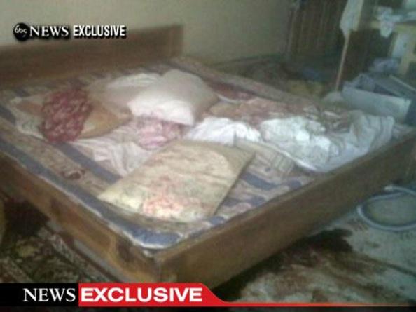 Fotos da cama com sangue onde Osama Bin Lader morava e foi morto