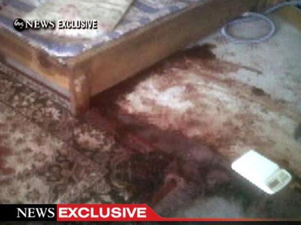 Fotos do chão também com sangue da mansão onde Osama Bin Lader morava e foi morto